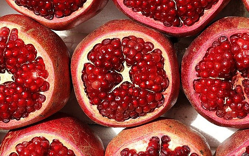 pomegranates-benefits-on-your-skin